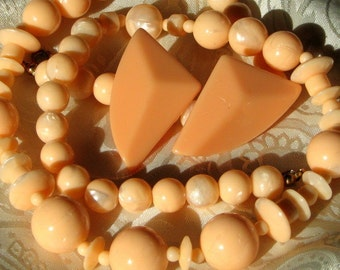 PeacHy Lucite Vintage Necklace Earrings Demi Parure Haute Couture Modernist 1960s 1970s Beaded Graduated Set Moonglow Bold Runway Statement