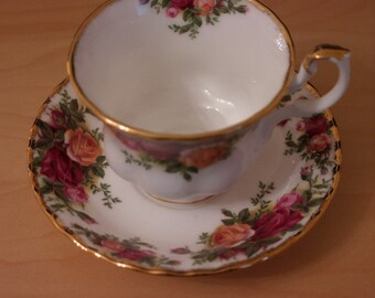 Spring Sale - A Vintage Royal Albert Old Country Roses Bone China Cup & Saucer - Ideal Gift / Birthday Present
