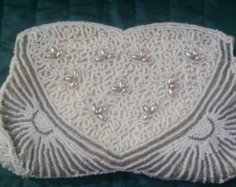 Vintage Beaded Coin Purse / White Seed Bead and Faux Pearl Purse / 6 1/2 x 4 inches