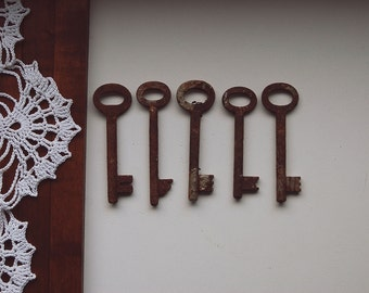 Skeleton key, old rusty key, Vintage key, vintage skeleton key, old rusty skeleton key, antique skeleton key