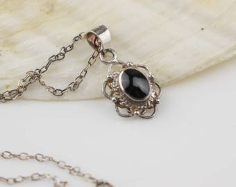 Tiny 925 Silver Oval Onyx Pendant on Silver Chain Necklace