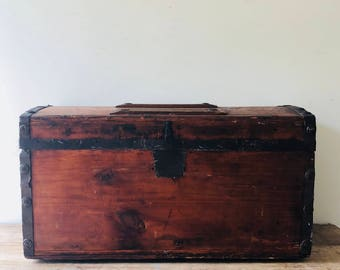 Miniature trunk, doll trunk, Vintage Doll Trunk, Trunk, Salesman Sample or Doll's Trunk, Antique trunk, Wooden trunk, Collectible  trunk