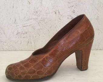 Vintage 40s Pin-up Pumps, Brown Reptile Pumps, WWII Heels Size 6AA Narrow