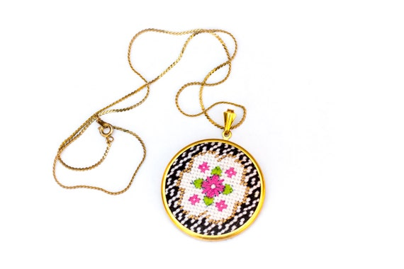 DIY Needlepoint Jewelry Kits: Victorian Floral Round Pendant