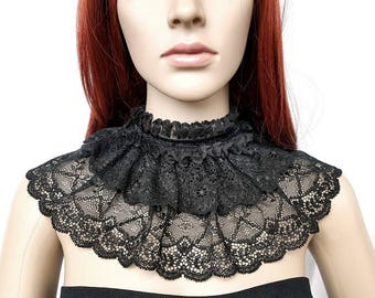 Gothic collar with lace