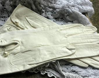 White Hattie Carnegie gloves from the 50's/vintage leather gloves/launder leather gloves/wedding gloves/hattie carnegie/womens gloves