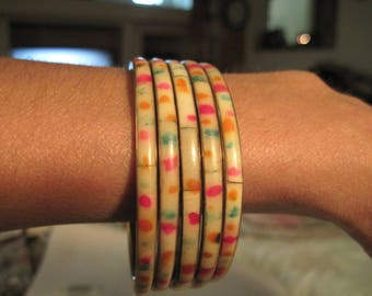 Vintage Beautiful Thermoset/Celluloid and Brass Confetti Set of 5 Thin Bracelets..3091