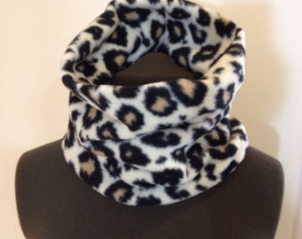 Womens Neck Gaiters, Cheetah Print Fleece Neck Warmer, Fleece Neckwarmer, Leopard Print Cowl Scarf, Neckwarmers, Chunky Scarves, Gift Idea
