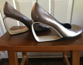 Pewter leather triangle heal shoes