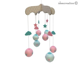 Mobile Bébé en bois, boule de coton et feutrine pour chambre d'enfant, modèle Rose, Vert et Ecru