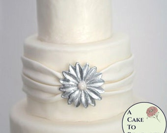 Flower DIY wedding cake edible brooch, wedding cake brooch, edible diamonds, edible jewels, edible cake jewels,  sugar gems gumpaste brooch