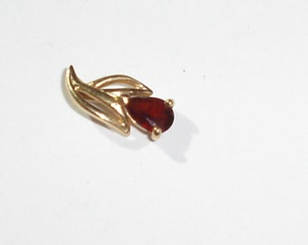 Small, Fine 14K Yellow Gold Necklace Pendant w/Teardrop Faceted Red Garnet