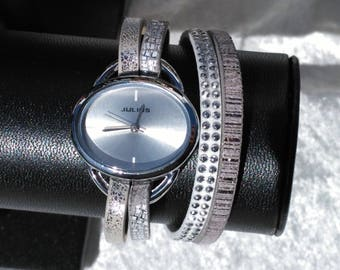 Gray and white strap watch with cuff