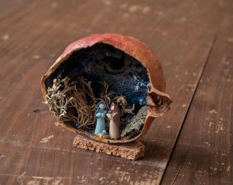 Miniature nativity in pomegranate and walnut with natural elements and painting