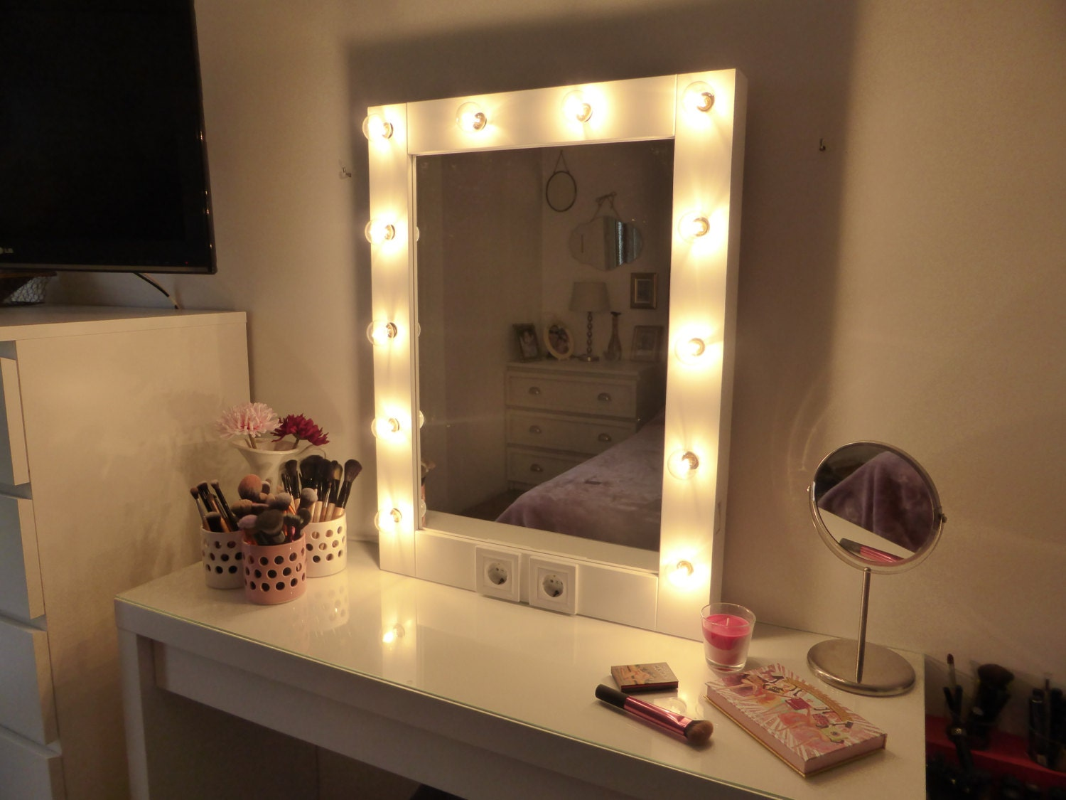 Makeup mirror with lights vanity mirror hollywood mirror for Miroir hollywood ikea
