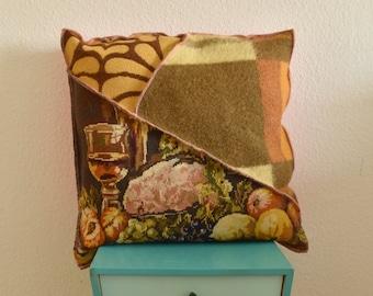 Handgemaakt wollen kussen | 100% wol, gerecycled van vintage AaBe dekens en oud borduurwerk | Bruin, geel, oranje | Stilleven