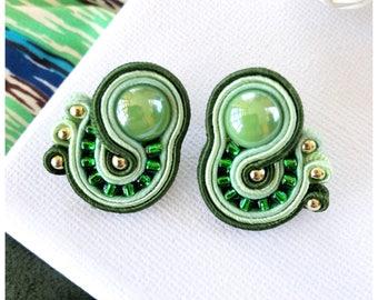 Small earrings, mini earrings, green earrings, greenery, soutache earrings, stud earrings, embroidery jewel, gift for her, vegan jewelry