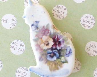 SALE! Ceramic Cat Brooch. Pansies. Periwinkle Blue. Amethyst. Purple. Kitty. Porcelain. Butter Yellow. Light Blue. Green. Clay. Shabby Chic