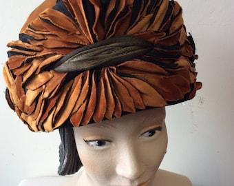 Antique VINTAGE 1920's Flapper Velvet CLOCHE hat Layered LEAf motif Gold LAME Trim