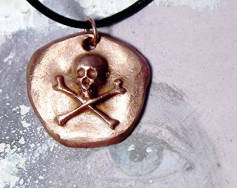 Little Steampunk gothic pirate pendant ; golden Bronze  skull . You'll find it in white bronze  or copper in this shop