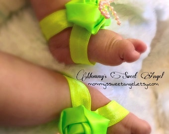 Green rose sandals with bow, baby shower gift, baby barefoot sandals, baby shoes, baby photo prop