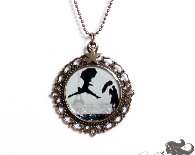 Resin pendant A5 (diameter 25mm) - brass - collection La Plume to the ear