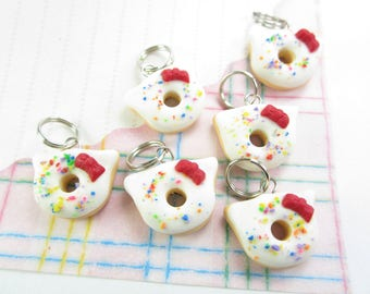 White Cat Donut Stitch Markers 6x, cat stitch markers, kitty charm, donut charm, sprinkles, food polymer clay, bow cat gift, knit knitting