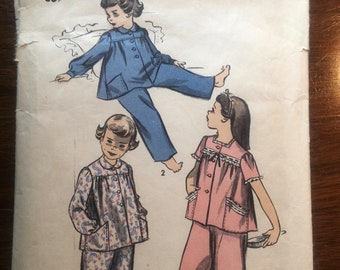 Girl's PAJAMAS Two Piece - Advance #4180 Vintage Pattern 1940s (all pieces included - good condition) Size 6 (Sleep wear) PJs