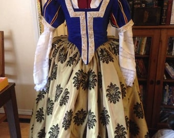 Elizabethan Snow White