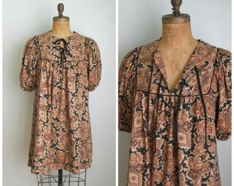 1970's Brown/Black Paisley Print Babydoll Dress// Tie Front// Cotton