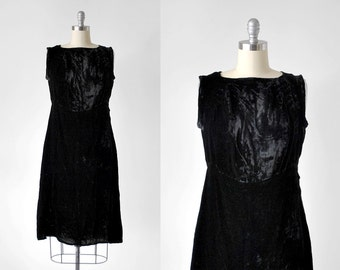 20's black velvet dress. art deco. 1920's black dress. flapper. medium. sleeveless. 1920 drop waist. m.