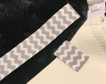Mammary Minders Nursing Reminder in grey and white chevron (G3)
