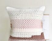 Handwoven pillow / Pink g...