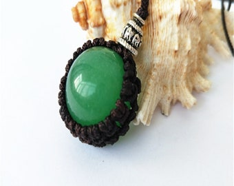 Green jade pendant necklace hand-woven vintage style.
