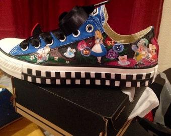 Alice in wonderland Converse!!