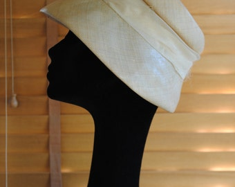 Hat in off-white sisal from the 1960s.