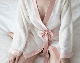 Kimono silk and lace trimmed white whipped in silk satin powder pink