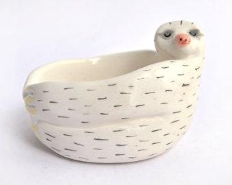 Schüssel faul Baby Keramik weißer Ton und dekoriert mit Pigmenten in Pink und schwarz. Sofort lieferbar