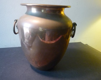 Arts and Crafts Copper Urn by Revere of New York 1930s display item or flower vase - signed piece
