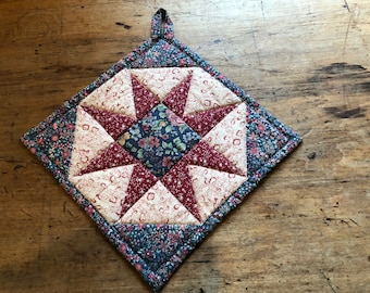 Quilted hot pad or pot holder, Texas Star in an octagon motif, 10 inches.