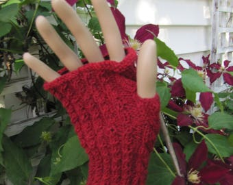 Knitting Pattern - Curious Cable Gloves