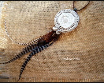 Ethnic necklace fossilized wood, woven linen, grizzly Rooster feathers