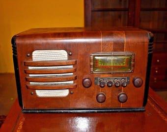 1939 Arvin Model 78 Walnut Table Top Tube Radio Art Deco