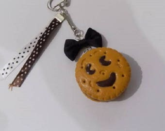Biscuit chocolate color with his bow keychain