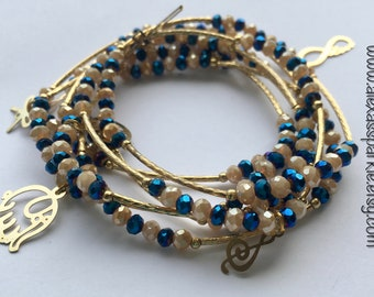Shimmer Beige and Blue beaded set of bracelets with gold plated charms - Semanario color beige y azul tornasol con dijes de chapa de oro