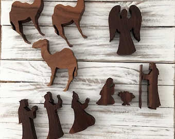 Small Wood Nativity Set (10 Pieces)
