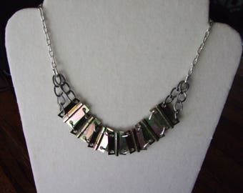 Necklace of hinges