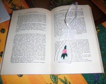 "Original bookmark made of a lace pattern ""Flower"""