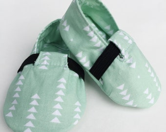 Baby Shoes, Crib Shoes, Baby Booties, Baby Girl Shoes, Baby Girl Booties, Handmade Baby Booties, Mint Arrow Loafers.