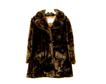 50s Era Vintage Brown Fur Sharpee Coat in Women's Estimated Size Large with a 41 inch waist